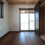 1階 両親の部屋①(西向き、Wooddeckに出る。)