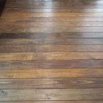 床の塗装  床は木曽ヒノキの無垢板、大工さんに張ってもらい、塗装は施主工事。
