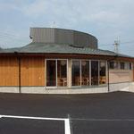 店内の客席からは、木曽の恵那山を望む。