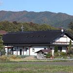 南側遠景(田んぼの風景に在っている。)