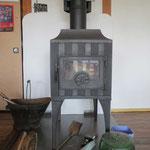 薪スト-ブ  お客様を暖でもてなすための施策。中古のスト-ブだけれど、かっこ良い。