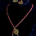 $55 collar de coral (se puede hacer en con otras piedras) y dijes bañados en oro