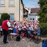 Die Musikkapelle des MVT unterhält die Gäste
