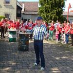 Mit offenen Armen begrüßte unser Vorstand Alois Zink die beiden frisch angereisten Musikvereine aus Tiefenbach Illertissen und Östringen.