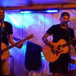 Gute Unterhaltung in der Bar am Samstagabend durch Marcel und Tim Petrasch