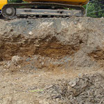 Quartäre Schotter der Heller überdecken unterdevonischen Schiefer, Baugrube in Zeppenfeld (Foto: E. Klein)