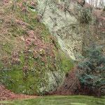 Schaliger Basalt am Tuff-Kontakt, Foto: E. Klein
