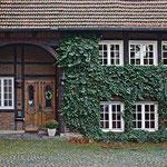 Eingang zu Frau Bonses Haus - hinter dem Kaiserl. Postamt