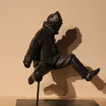 Garçon sautant, bronze, 30 cm, disponible en Belgique et au Québec