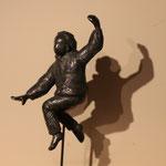 Fille sautant, bronze, 30 cm, disponible en Belgique et au Québec
