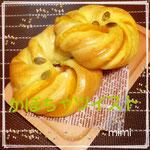 「かぼちゃツイスト」 かぼちゃの餡をかぼちゃ生地とねじったパン 6個 ¥3000