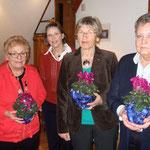 ... und bedankt sich bei den 'Helfer Engeln' Inge Schmerfeld, Christel Still und Ingrid Böcker
