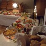 ... mit vielen Köstlichkeiten aufgebaut. Foto: HPD