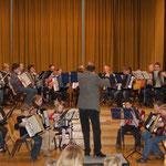 Auftritt von Tastenbande zusammen mit dem 1. Orchester