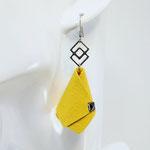 VENDUES ! BO FORMIDABLE modèle n°4 cuir jaune, breloque inox carrés entrelacés et carré diamant laiton noir