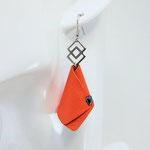 BO FORMIDABLE modèle n°4 cuir orange, breloque inox carrés entrelacés et carré diamant laiton noir
