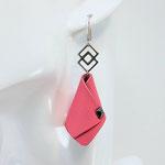 BO FORMIDABLE modèle n°4 cuir rose, breloque inox carrés entrelacés et carré diamant laiton noir