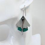 B.O. FORMIDABLE modèle n°5 Cuirs gris clair et vert prasin, breloque diamant gris