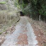 大谷真道の標識の手前左に火の用心の看板