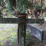 今日はここで自然歩道とは別れて、水木林道を進みます
