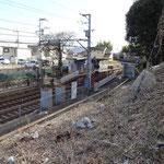 県道を横切ると、京阪電車穴太駅です。