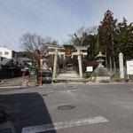 八幡神社前を「志賀峠こっち」の案内に従って進みます