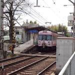 県道に沿って少し南にくだると、京阪電車穴太駅