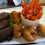 Accras, boudins et frites de patate douce