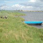 ein Ruderboot kann nach Anfrage benutzt werden