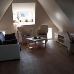 Wohnraum, die Möbel sind am 20. Juni geliefert worden