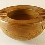 """Schale """"POMONA"""" - Kirsche / Maße: h - 7 cm / Ǿ = 13 cm  / Oberfläche: Zierrillen / Finish: Bienenwachs / Preis: 100,00 €"""