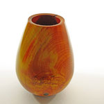 "Vase ""Prometheus"" - aus Robinienholz / Maße: h = 21 cm / Ǿ = 15 cm / Oberfläche: Chestnut Spirit Stain (rot, orange, gelb) / Finish: Chestnut Acrylic Gloss Lacqeur / Preis: 650,00 €"