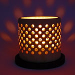 """Leuchter """"Luz romantica"""" - Zuckerahorn / Maße: Ǿ Standfläche = 16 cm, Ǿ Corpus des Leuchters = 13 cm,  h Corpus des Leuchters = 12,5 cm Oberfläche: Standfläche eingelassen mit Cestnut Spirit Stain black / unverkäuflich"""