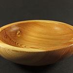 "Schale ""Waldfee"" / Lärche / Maße: h = 8 cm / Wandstärke = 2 cm / Ǿ = 28 cm Oberfläche: Naturharz Hartöl / Preis: 350,00 €"