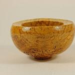 Schale: Birkenmaser, 8 x 14,5 cm, geölt, Versiegelung mit Klarlack / Preis: 120,00 €
