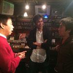 3人のギタリスト集結の貴重な一枚! 左から川瀬眞司さん、やーそさん、ウエキ弦太さん♪