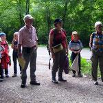 Reinhard Riegel und Karin Schlude leiten die Exkursion.