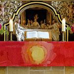 rotes Altarparament (Foto Karl Wartenberg)