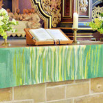 grünes Altarparament (Foto Karl Wartenberg)