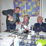 Zfr. Zugehör bewirtet Frau Amenda, Foto: Bartels