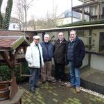 v.li.Helmut Amenda, Joyce, Bates und Dawyd vor der Zuchtanlage von Bartels, F:Bartels