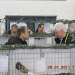 Zuchtfreund Rotschadl im Gespräch mit Gerd Voß. Foto:Nawrotzky