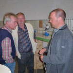 Dr. Scheck im Gespräch mit Zfr. Reckers und Coßmann, Foto: Bartels
