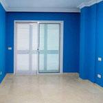 Salón en azul oscuro