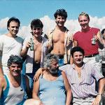 I personaggi in piedi da sinistra verso destra sono: Guenzani Fausto, Franconi Massimo, Carcano Marco, Berta Giuseppe. In basso: Sala, Prato Ezio, Giovanelli Fabio. Dietro a tutti Berta Borella Tino