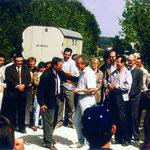 Eröffnung der Greifvogelpflegestation 1986 am jetzigen Standort, auf dem Betriebsgelände des Eisenwerks Würth, welches uns Frau Irene Würth, Mitglied und Sponsorin seit 1950, kostenlos zur Verfügung stellt.