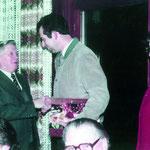 Friedrich Hofmann, Ehrenvorsitzender DBV Bad Friedrichshall, erhält das Bundesverdienstkreuz (1982).