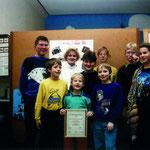 """1992 nahm unsere NAJU am """"Europäischen Umweltpreis"""" teil und wurde für ihre Infomappe über die Greifvogelpflegestation mit einer Urkunde erwähnt."""