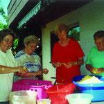 Das Kartoffelsalatteam für das Stadtfest: v.l.n.r. Mechthild Hiemer, Käthe Glaser, Christa Schulz, Elfriede Haag. Auf dem Bild fehlt Margret Klimmer.