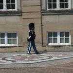 30.06. Quer über den Hof von Schloss Amalienborg